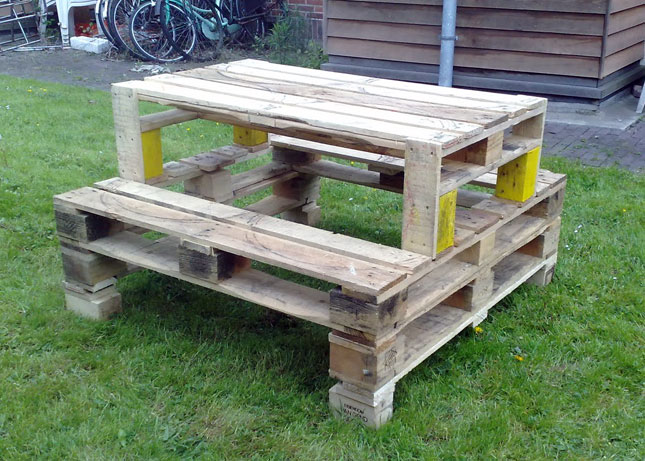 Picnic Table : We love the idea a mini picnic table for 2 or 4 ...