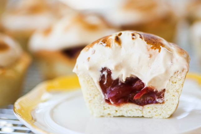 13. Mini Cherry Pies with Brown Sugar Meringue : More mini pies! And ...