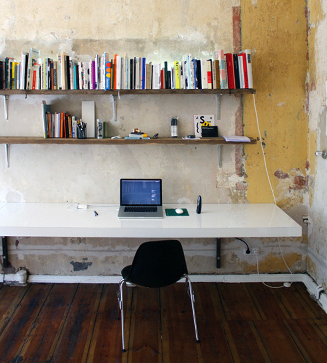 Workin it 15 diy desks you can build brit co for Diy wall to wall desk
