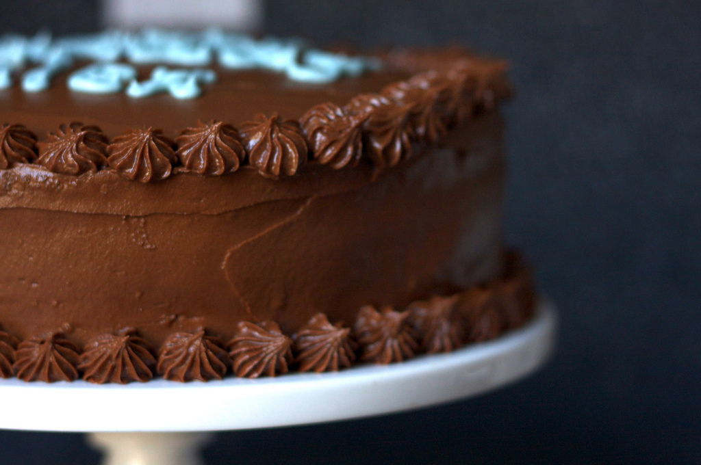 Espresso Chiffon Cake with Fudge Frosting : Layers of spongy ...