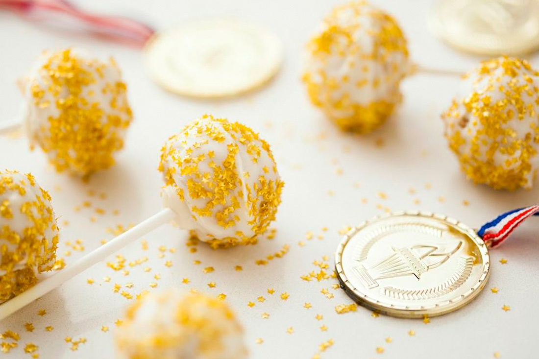 Go for the Gold with White Russian Cake Pops | Brit + Co